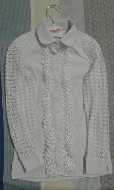 Школьные блузки - Кыргызстан: Блузки на девочку 1-2 класс б/у. Все в отличном состоянии. Водолазка