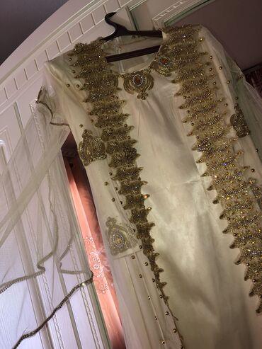 r 44 46 в Кыргызстан: Сдаётся напрокат национальное платье . Размер 44-46, в комплекте голо
