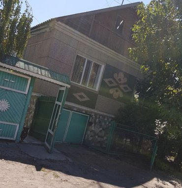 В г. Токмак продаётся 2-х этажный кирпичный дом, жилая площадь 180 в Токмак