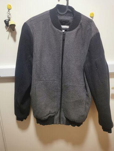 Muška Calvin Klein jakna, bez oštećenja. Veličina je L, ali odgovara i