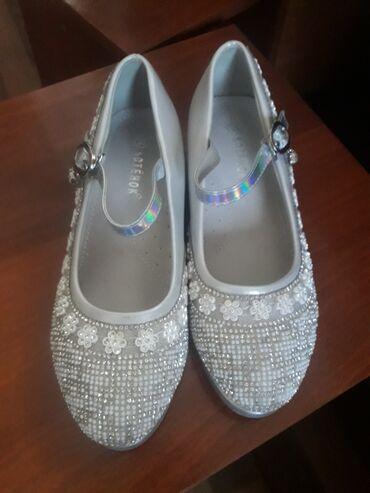 Продаю туфли на девочку обуты один раз на новый год  Размер 33 по стел