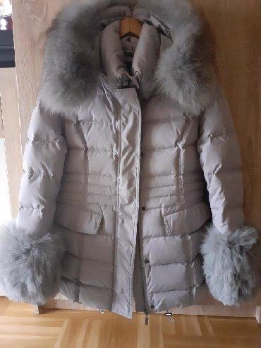 Ženske jakne - Beograd: Nova jakna prelepa doneta iz Italije sa prirodnim krznom oko vrata i