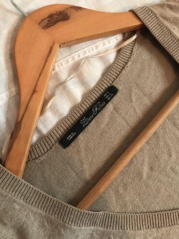 Женская кофточка Zara с V-образным вырезом. Изнутри можно надеть