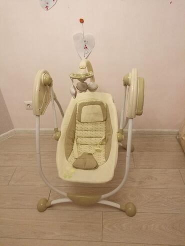 шезлонг для грудничков в Кыргызстан: Шезлонг электрокачеля фирмы MamaLove, работает на батарейках для грудн