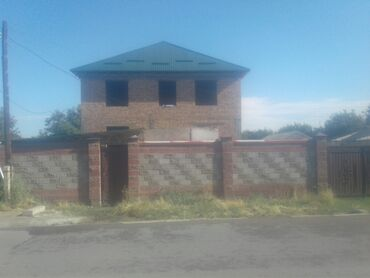 Гаражи - Кыргызстан: Срочно продаю дом в районе Кызыл -Аскер участок 7 соток дом на