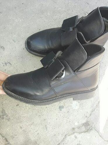 Продаю Ботинки!!! Б/У, каждая по 500сомов! Город: Бишкек Адрес: Нижняя