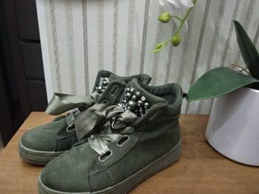 Продаю женские кеды и кроссовки Размеры: 37-38 Цена 600 в Бишкек