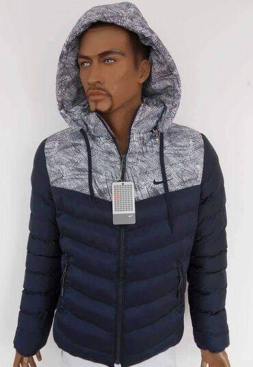 Muska zimska jakna sa kapuljacomKapuljaca se skida, ima unutrasnji i