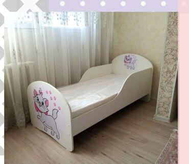 Кровать в идеальном состоянии. Не много испачкан матрас после