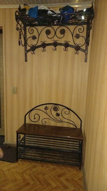 вешалка для одежды в Кыргызстан: Продаётся кованый комплект ! Вешалка для одежды + тумба-скамейка под