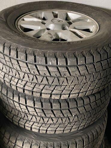 шина 22570r15c в Кыргызстан: Зимняя резина с дисками на Тойота Ландкрузер Bridgestone blizzak