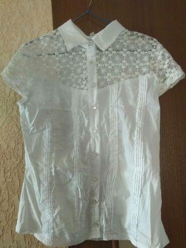 блузки для школы в Кыргызстан: Школьная блузка фирменная почти новая один раз только одеты, на дево