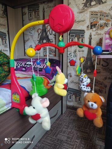Игрушки - Бишкек: Музыкальная крутящаяся игрушка на кроватку младенца