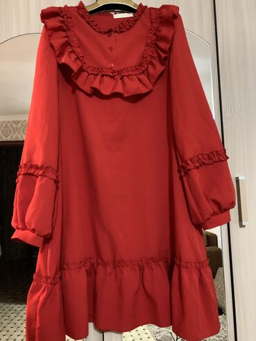 платья свободного кроя для полных в Кыргызстан: Платье свободного кроя 44 размер М. С поясом. Подойдёт и на L. Одевала