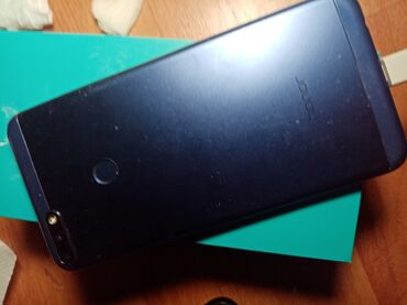 Mobilni telefoni - Ruma: Telefon u lošem stanju. Ekran je pukao.Baterija nevalja. Ekran je
