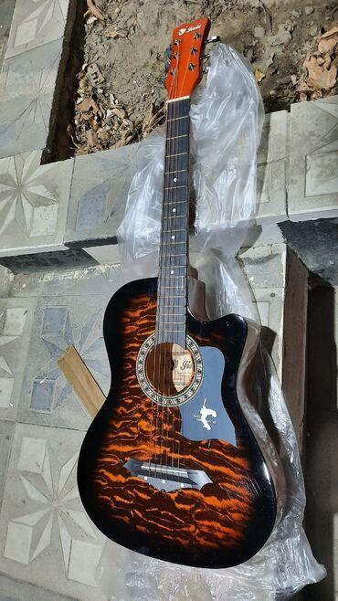 Gitara akustik