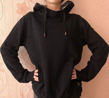 Толстовки - Кыргызстан: Худи черная с капюшоном, размер S, состояние отличное, находимся в 8