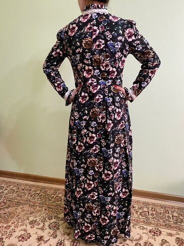длинные вечерние платья с длинным рукавом в Кыргызстан: Платье с цветочками, очень удобно для кормящих,р-р 40,ткань плотная
