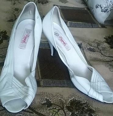 Открытые кожаные туфли.  Б/у. 41 размер. в Бишкек