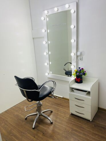 Сдается в аренду парикмахерское кресло - Кыргызстан: Сдаётся место в кабинете, в салоне красоты. Адрес: Мкрн Улан-2Можно