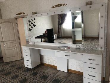 Мебельные услуги - Кыргызстан: Стол для визажистов, макияж, салон красоты! Состояние очень хорошее! П
