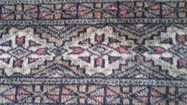 Dva ista orijentalna tepiha, dimenzije 125 x 180 cm. - Crvenka