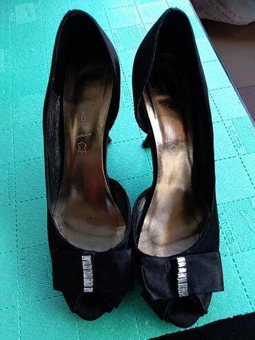 | Mladenovac: Cipele na stiklubroj 38.Udobne nemaju ostecenjau dobrom stanju