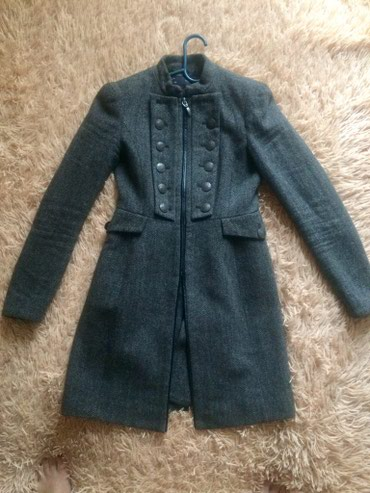 приталенное пальто в Кыргызстан: Пальто от ZARA. Теплое приталенное пальто, серо-коричневого цвета