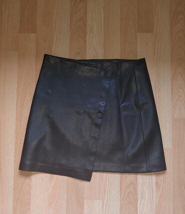 Aktivni ves - Pozarevac: Suknja je par puta nosena, izradjena od vestacke koze. Velicina je L