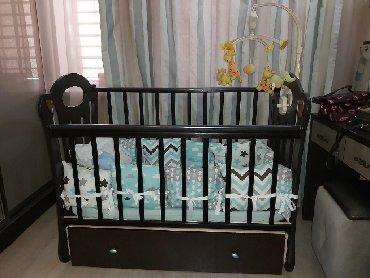 Продаю детскую кроватку с маятником,ящиком: 2 уровня ложа,опускающаяся