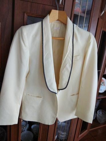 Продаю красивый классический пиджак женский светло жёлтого цвета