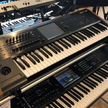 EXCELLENT NEW Korg Kronos 88 Key Music Synthesizer Workstation