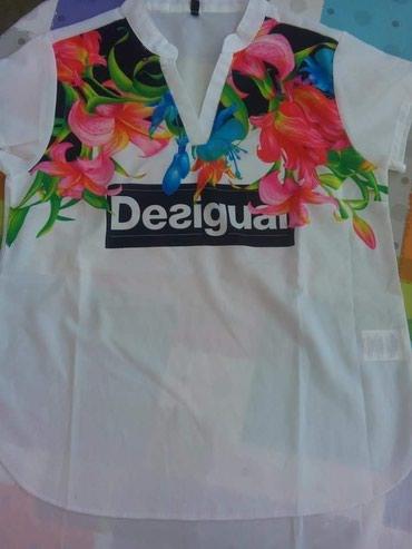 Desigual majica zanimljivog print. Odlican kvalitet. Jako atraktivna I - Novi Banovci