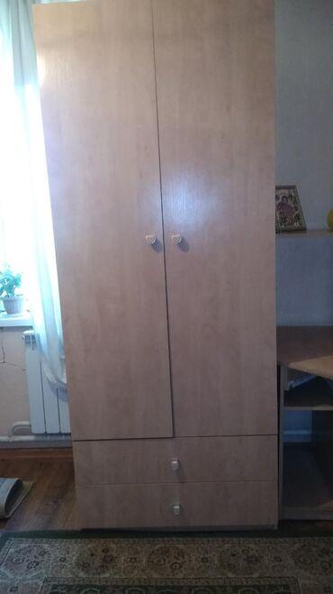 Продаю шкаф и компьютерный стол в хорошем состоянии материал хороший Д