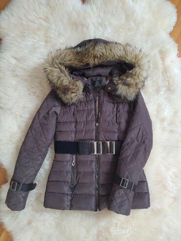Jakna sa krznom - Srbija: Prelepa ženstvena jakna sa bogatim krznom (koje se može skinuti), jako