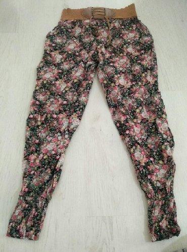 Letnje cvetne pantalone, unizervazna veličina, pojas se razvlaci od