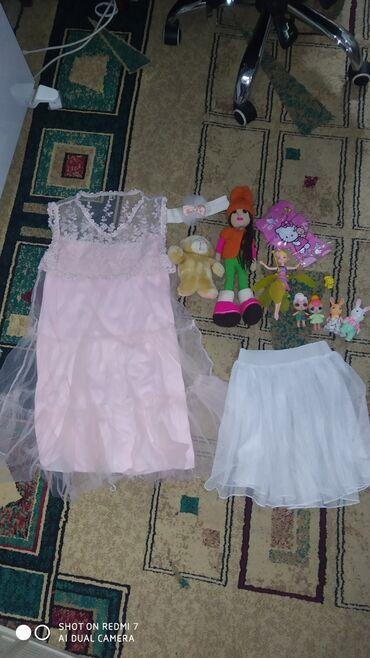 Платьеюбочка на 6-8 лет и игрушки все в хорошем состояние за 3 кг