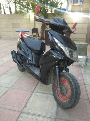 Yamaha razel 125cc islekdi 80 90 gedir amm suret dusur asagi oda kar