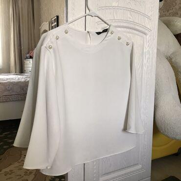 Очень красивая блуза от Zara, новая, не надевали. Рукава расклешенные
