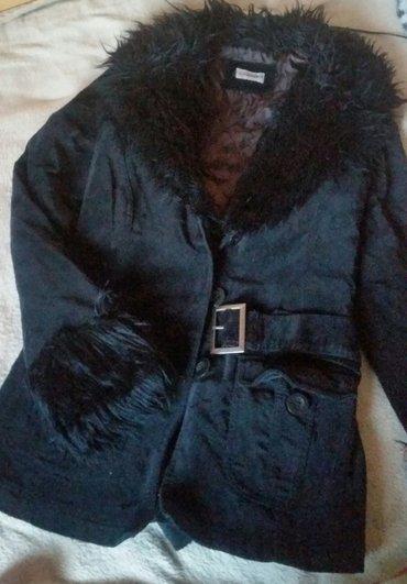 CA (clockhouse for CA) strukirana somot jakna sa prelepim krznom. - Ruma