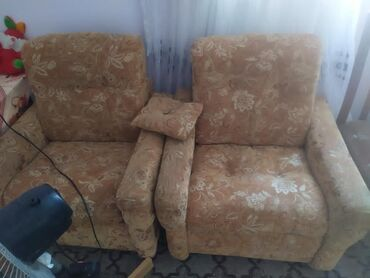 yığma divan - Azərbaycan: Divan Sarı divan+2 kreslo 3bir yerde 110 manat. alti da açılır bisey