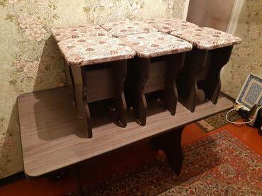 Стол и стулья в отличном состоянии без деффектов длинна 130 см ширина
