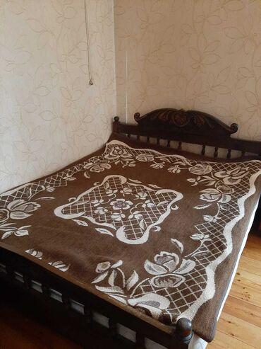 Продается кровать из орехового дерево в отличном состояние