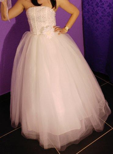 Venčanica je nova, obučena samo za slikanje.. Podesive veličine jer - Kosovska Mitrovica