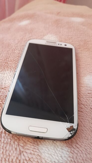 Samsung galaxy s3 9300 - Азербайджан: Samsung s3 diyesen ekrani yanib zapcast kimi satiram