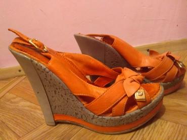 Женская обувь в Бакай-Ата: Босоножки,90%новые.Российская кожа.размер 34.Очень удобные.Бишкек