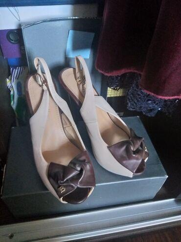 Туфли - Бишкек: Продаю туфли на каблуках( только пару раз одевала)