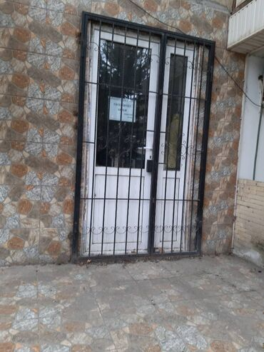 Sumqayıt şəhəri, 2 ci mikrorayon. Cavid Ticaret Merkezinin qarşısı