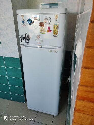 Б/у Двухкамерный Белый холодильник Hotpoint Ariston