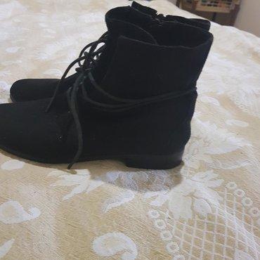 черные-женские-туфли в Кыргызстан: Продаю замшевые ботиночки одевала 1 раз размер 37 состояние идеал